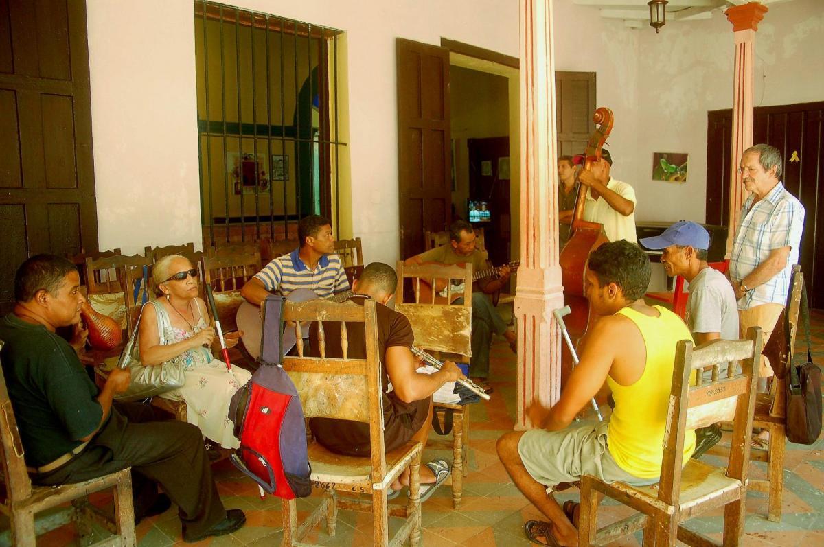 La chanteurse aveugle et son groupe